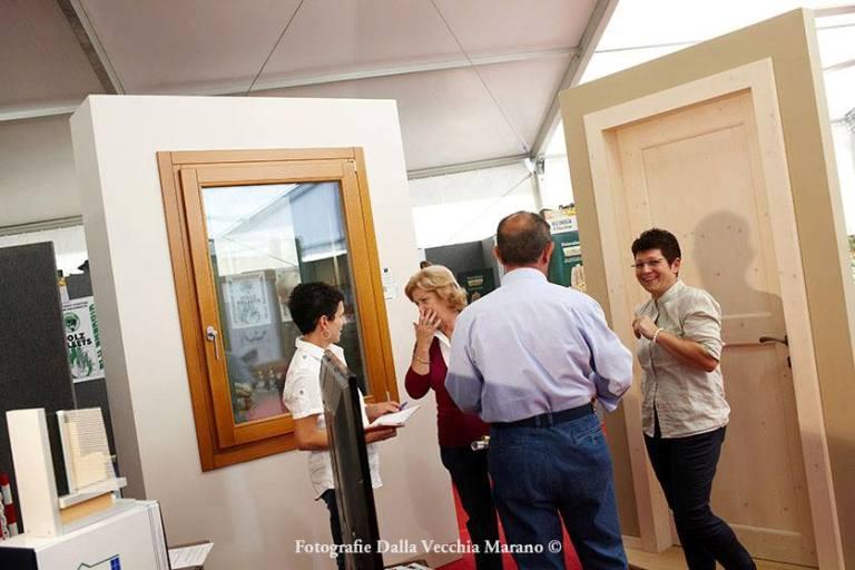 27 - Mostra Artigianato 2012 - Espositori e visitatori nei vari stand