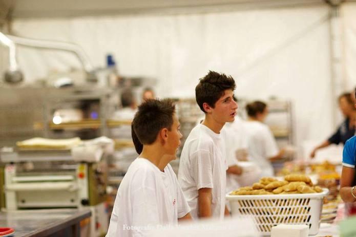 01 - Panificatori 2012 - Piccoli panificatori all'opera