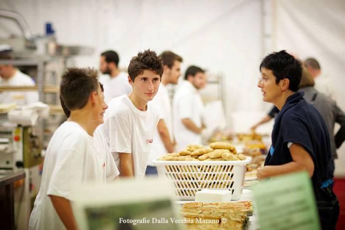 02 - Panificatori 2012 - Piccoli panificatori all'opera